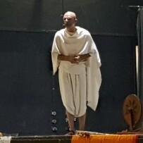 Peça Teatral Gandhi –  Ator: João Signorelli – 05/05/18